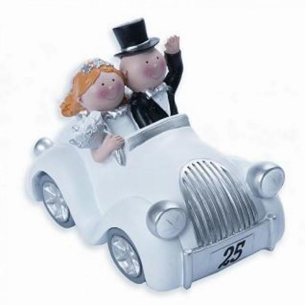 Silberpaar im Auto, klein, Nummernschild 25