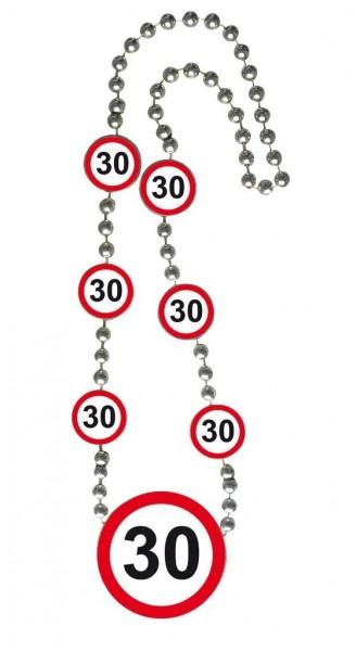 Kette 30, Verkehrsschilder